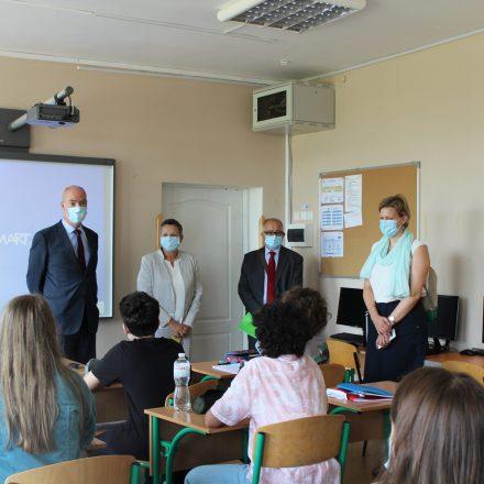 Rencontre de M. l'Ambassadeur avec les élèves et les professeurs du secondaire