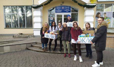 Les cadeaux collectés par les élèves livrés pour Noël